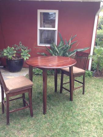 Counter Height Table  2 Chairs - $200 (Mesa)