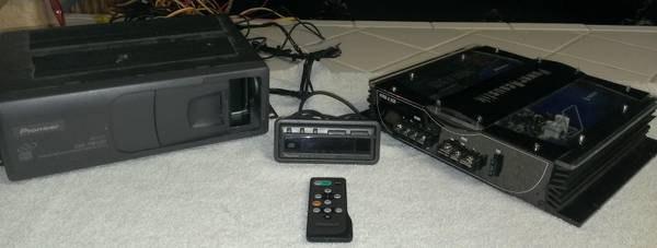 Pioneer CDX-FM1257 12 CD CAR STEREO-Trunk Mount Player - $200 (ORCUTT)