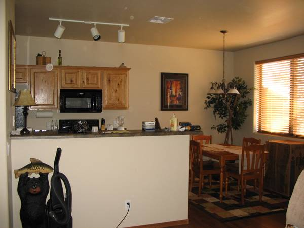 $119900  2br - 1000ftsup2 - PRICE REDUCED BISON RIDGE CONDO WITH AWSOME VIEWS BACKING NATIONAL FO (BISON RIGE, SHOW LOW)