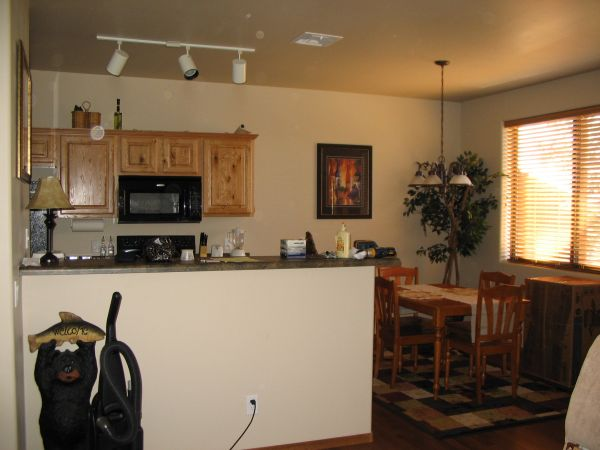 $120000  2br - 1000ftsup2 - PRICE REDUCED BISON RIDGE CONDO WITH AWSOME VIEWS BACKING NATIONAL FO (BISON RIGE, SHOW LOW)