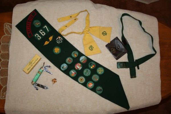 Vintage Girl Scouts items knife, sash with badges,..Brownie - $28 (Arroyo Grande)
