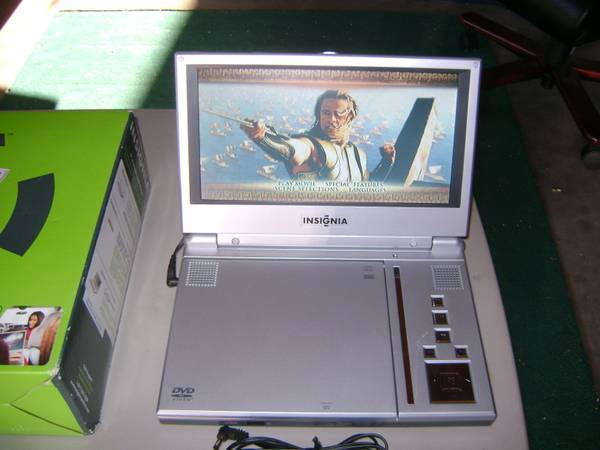 Insignia 9 Portable DVD-Player - $50 (Los Osos)