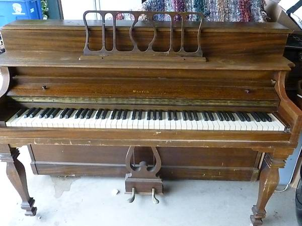 Starck Console Upright Piano  - $75 (Cambria)