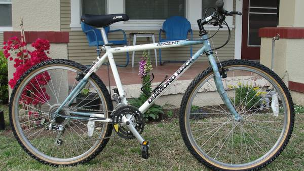 DIAMONDBACK ASCENT MOUNTAIN BIKE-LIKE TREK-MARIN-SPECIALIZED-NICE - $125 (STOCKTON)
