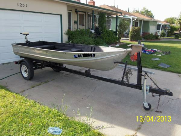 12 foot smoker craft aluminum boat for sale for Aluminum craft boats for sale