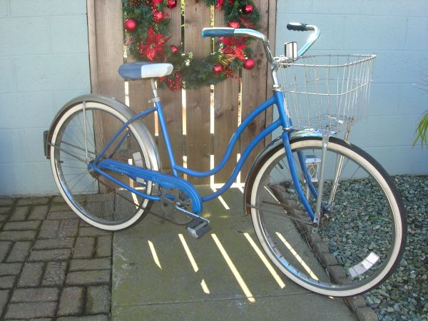 1979 Vintage Womens Schwinn Hollywood Cruiser  Basket - $250 (Oxnard Shores)