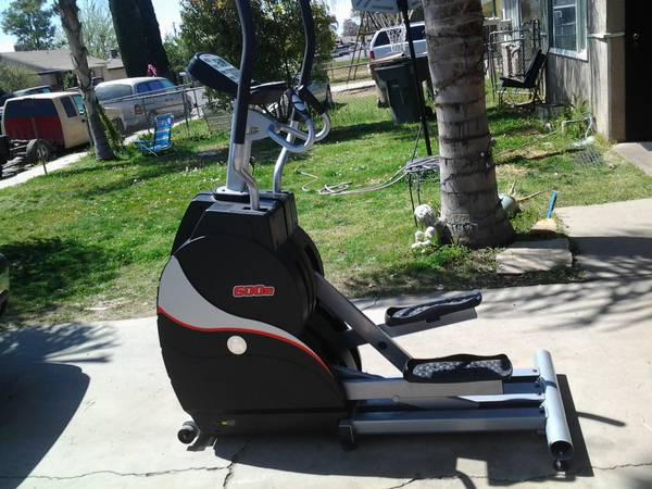 IRONMAN 600e ELLIPTICAL TRAINER - $500 (BAKERSFIELD)