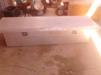 DELTA CROSS BED TOOL BOX , DIAMOND PLATE ALUM   - $100 (Exeter)