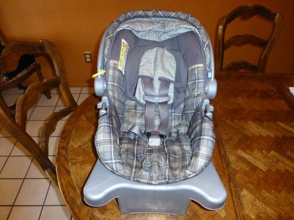 Infant Car Seat with Base- Eddie Bauer - $40 (16th  Ave B)